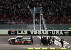 LVMS NCWTS Checkered 093017